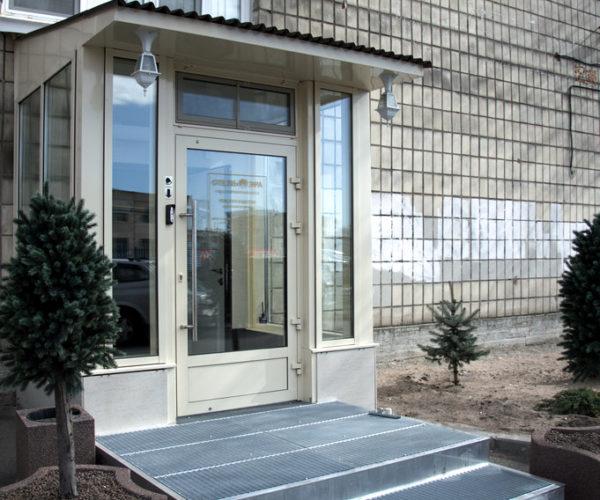 1-Отель ЭРА-Изготовление грязезащитного крыльца с грязесборной решеткой на вход
