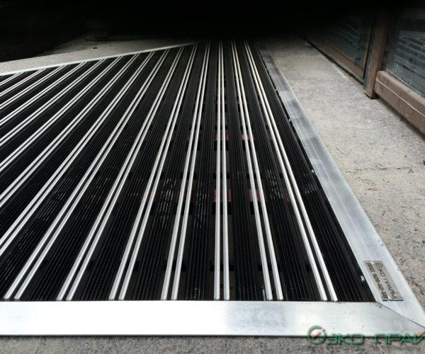 5-ФОК-Придверные решетки с обрамлением перед входом