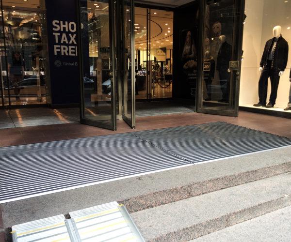 7-ДЛТ-алюминиевые решетки перед входом с чистящими вставками