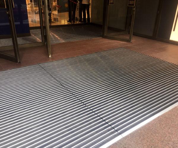 8-ДЛТ-чистящие решетки перед входом