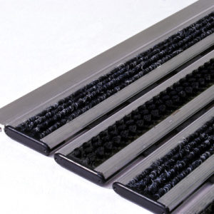 Придверная грязезащитная алюминиевая решетка 12 Ворс Щетка